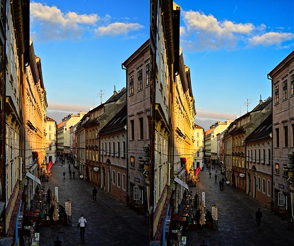 sRGB-vs-AdobeRGB-via-PhotoLab2-40-saturation-60-vibrancy